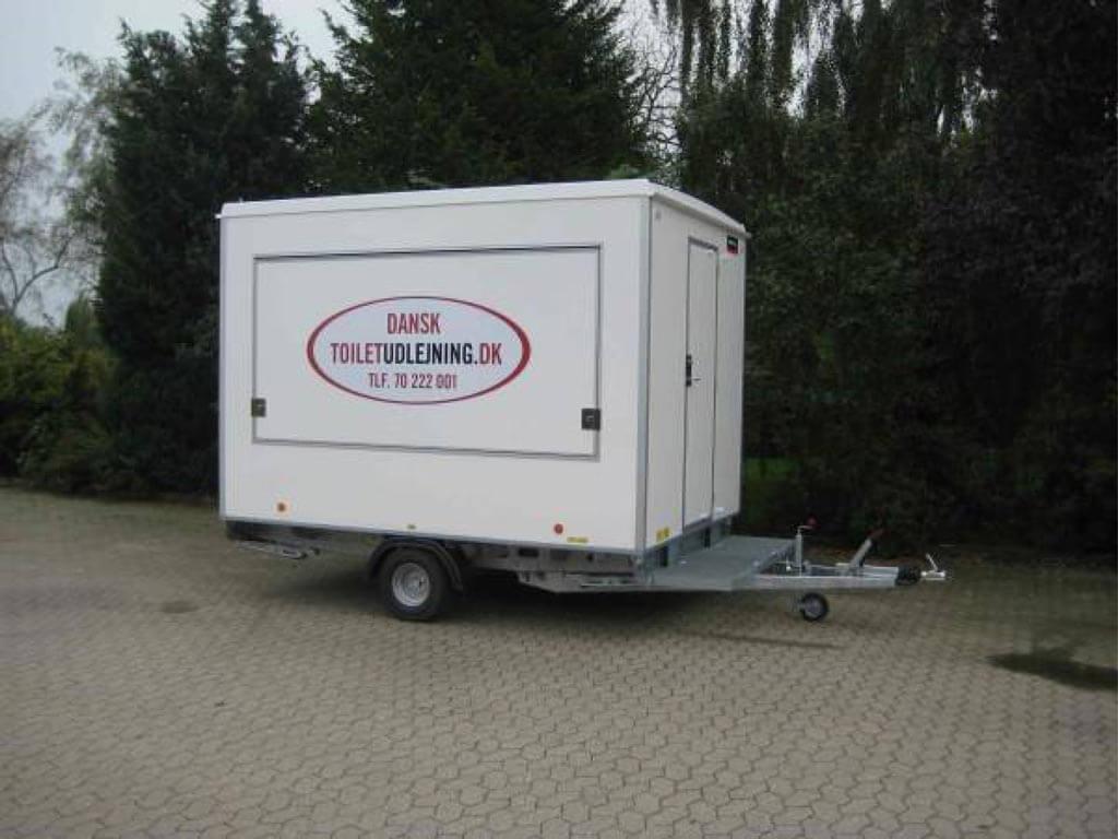 infovogn eller billetvogn med stor klap til lugebetjening eller salgsluge