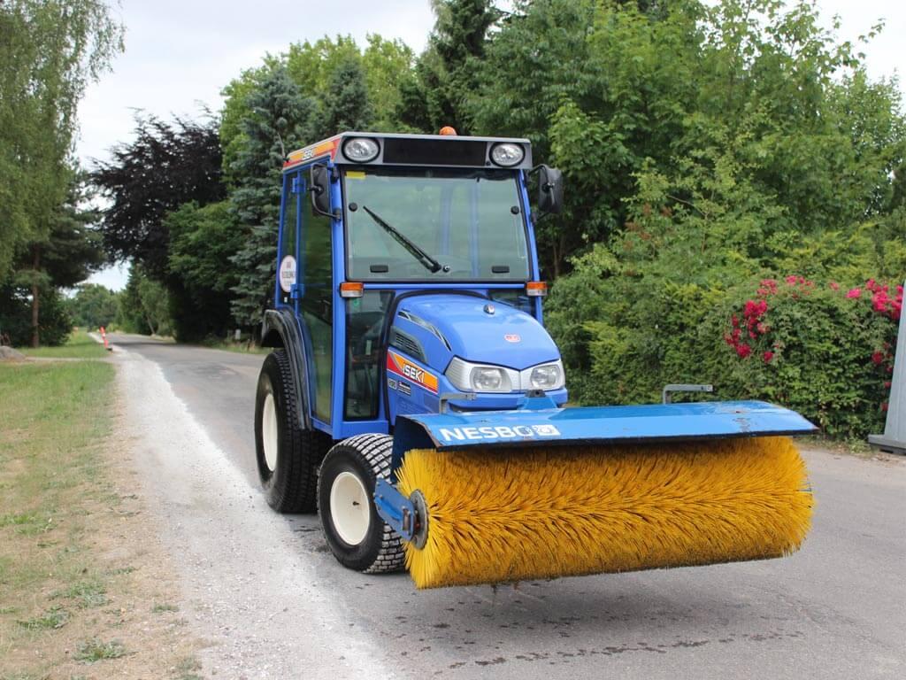 Mini-Traktor-med-36-hk2