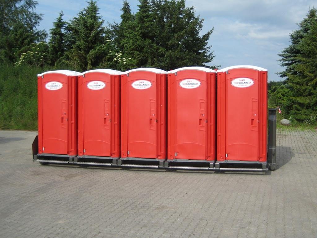 Ramme-med-10-toiletkabiner-med-tank.