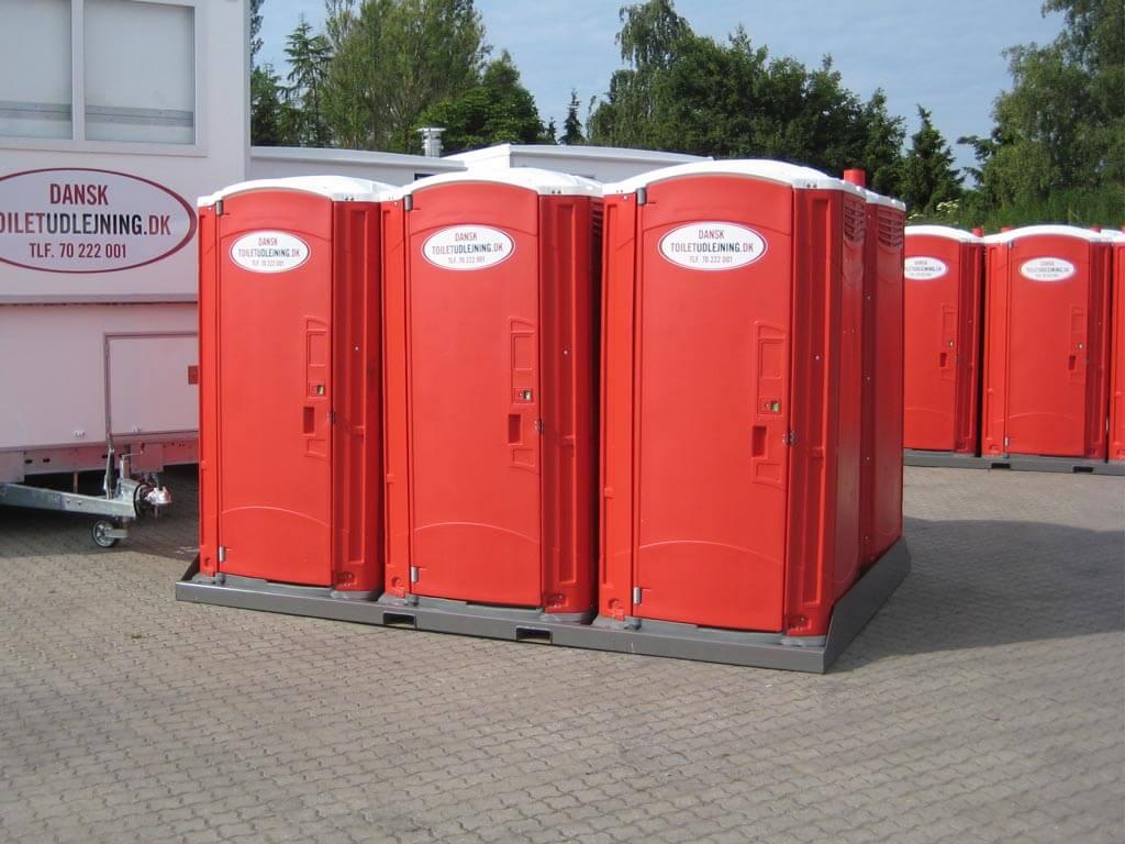 palle med 6 toiletkabiner til festival og events