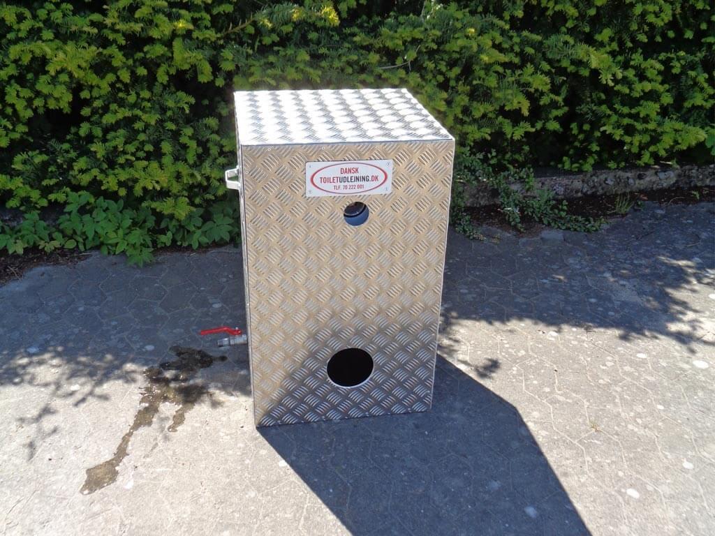 Varmtvandsbeholder til mobil vaskeløsning