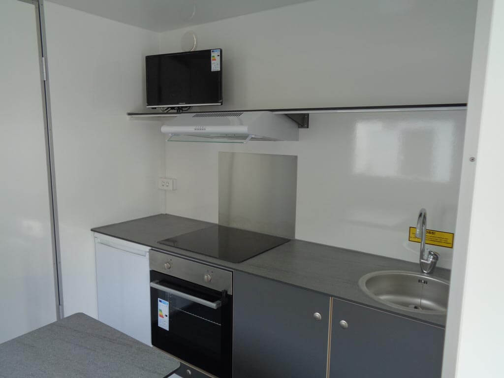 rummeligt køkken i beboelsesvogn til 4-6 personer